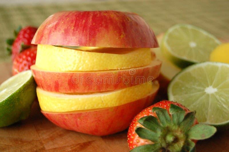Apple y limón cortados imagen de archivo libre de regalías