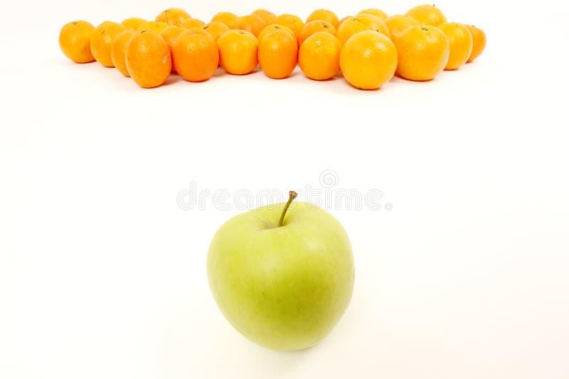 Apple y naranjas imagen de archivo libre de regalías