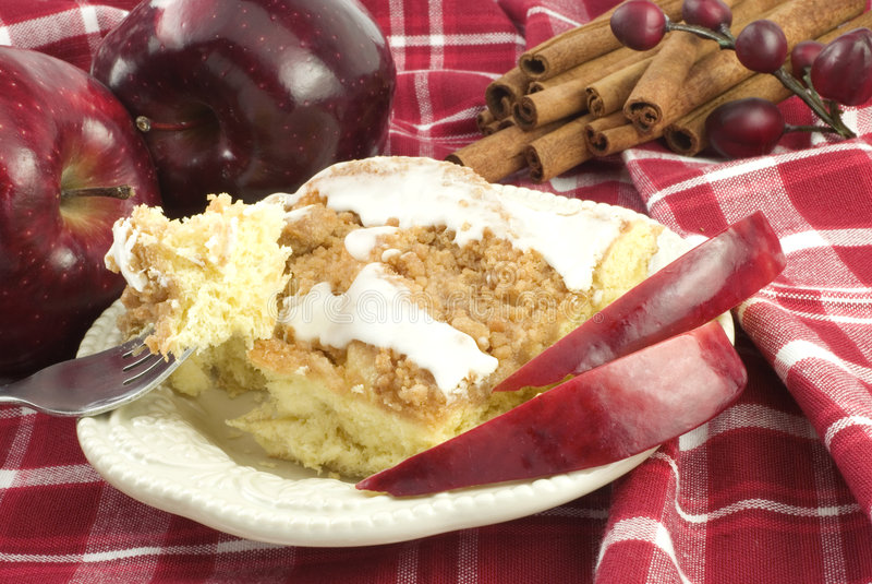 Apple-Zimt-Streusel-Kaffee-Kuchen stockbilder