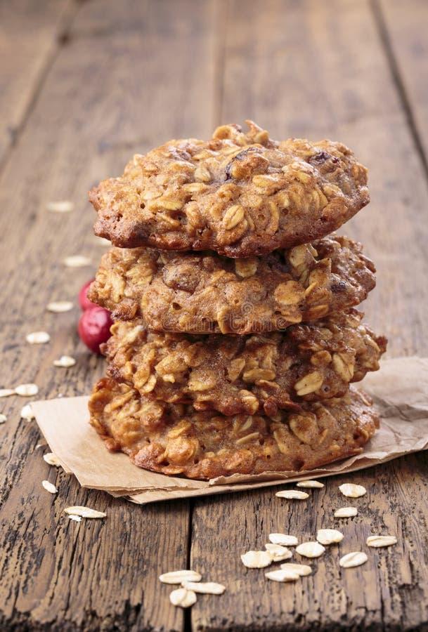 Applesauce oatmeal ciastka z wysuszonymi cranberries Odgórny widok obraz royalty free