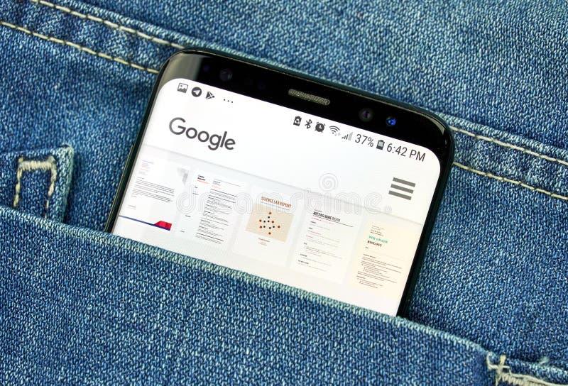Appli de Google Documents sur un écran de téléphone dans une poche photo libre de droits