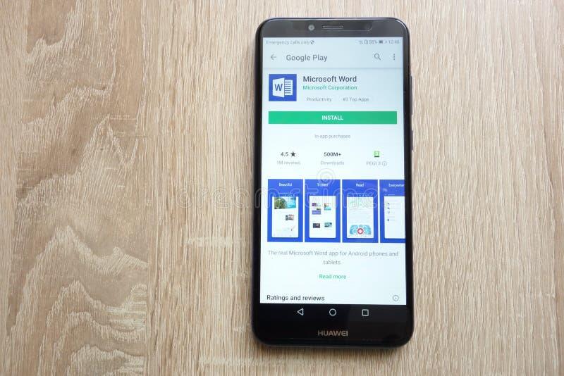 Appli de Microsoft Word sur le site Web de Google Play Store montré sur le smartphone 2018 de Huawei Y6 images libres de droits