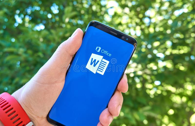 Appli mobile de Microsoft Office Word sur Samsung s8 images libres de droits
