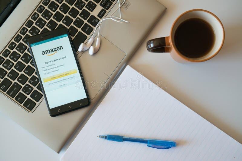 Application d'Amazone sur le smartphone images stock