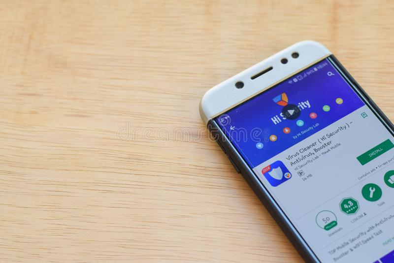 Application de réalisateur de sécurité de décapant de virus salut sur l'écran de Smartphone L'antivirus, propulseur est un web br images stock