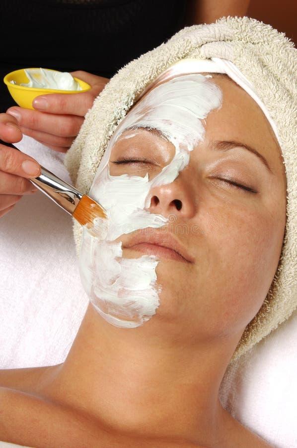 Application faciale de masque de station thermale images stock