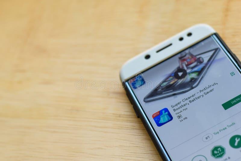 Application superbe de réalisateur de décapant sur l'écran de Smartphone L'antivirus, propulseur, épargnant de batterie est un we images libres de droits