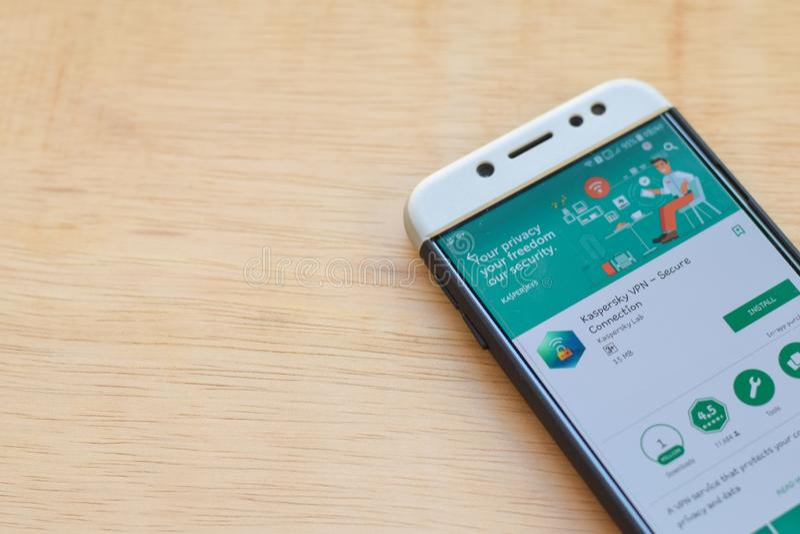 Applicazione dello sviluppatore di Kaspersky VPN sullo schermo di Smartphone Il collegamento sicuro è un web browser del freeware fotografia stock