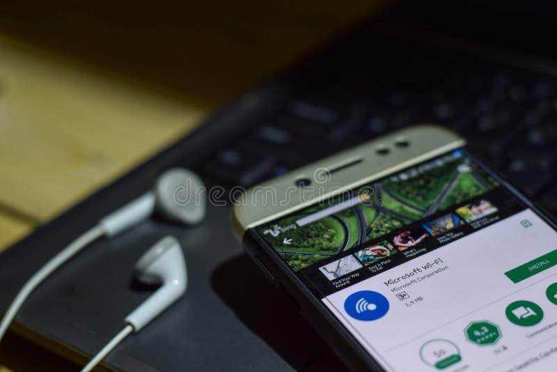 Applicazione dello sviluppatore di Microsoft Wi-Fi sullo schermo di Smartphone fotografia stock