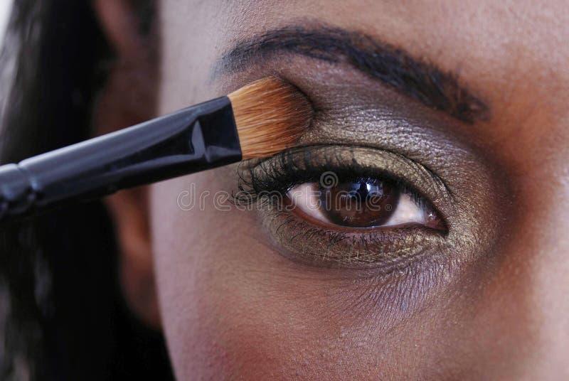 applicera ögonskugga arkivbilder