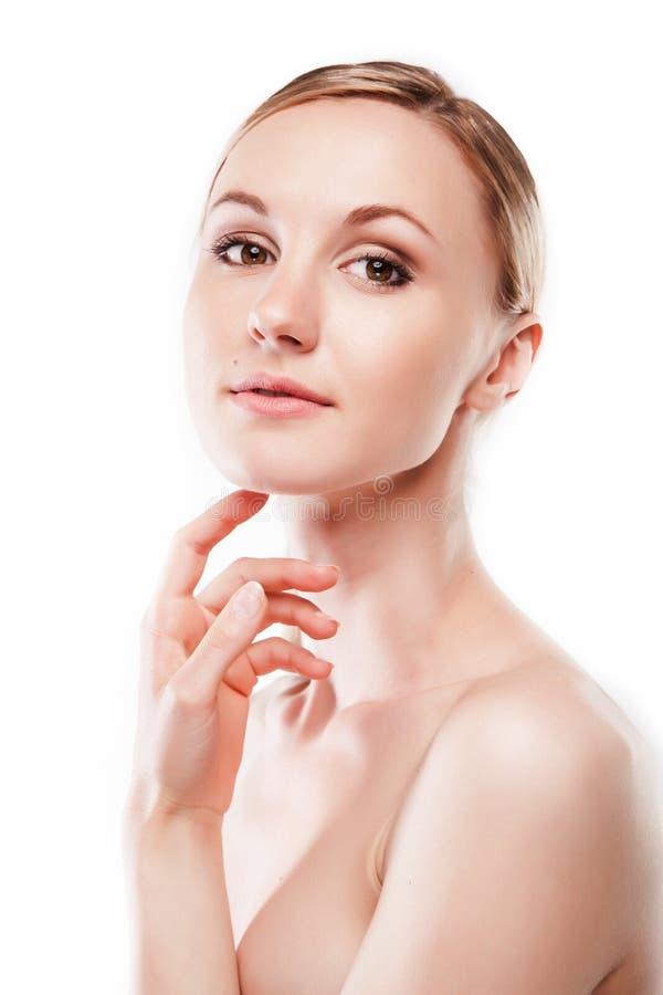 applicera kräm- fuktighetsbevarande hudkrämkvinnabarn royaltyfri foto