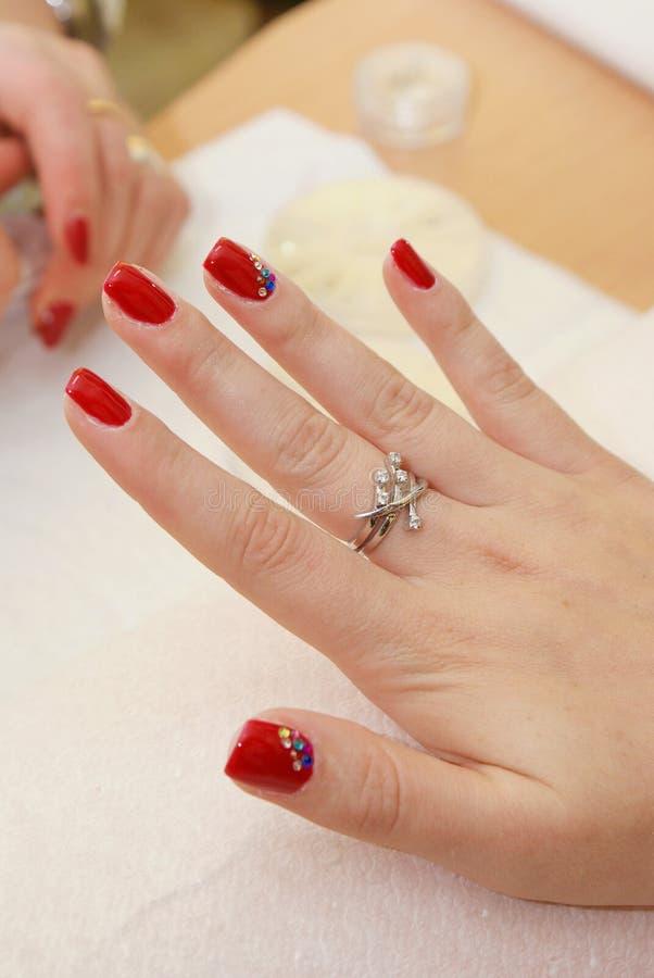 applicera manicuristen spika red arkivfoton