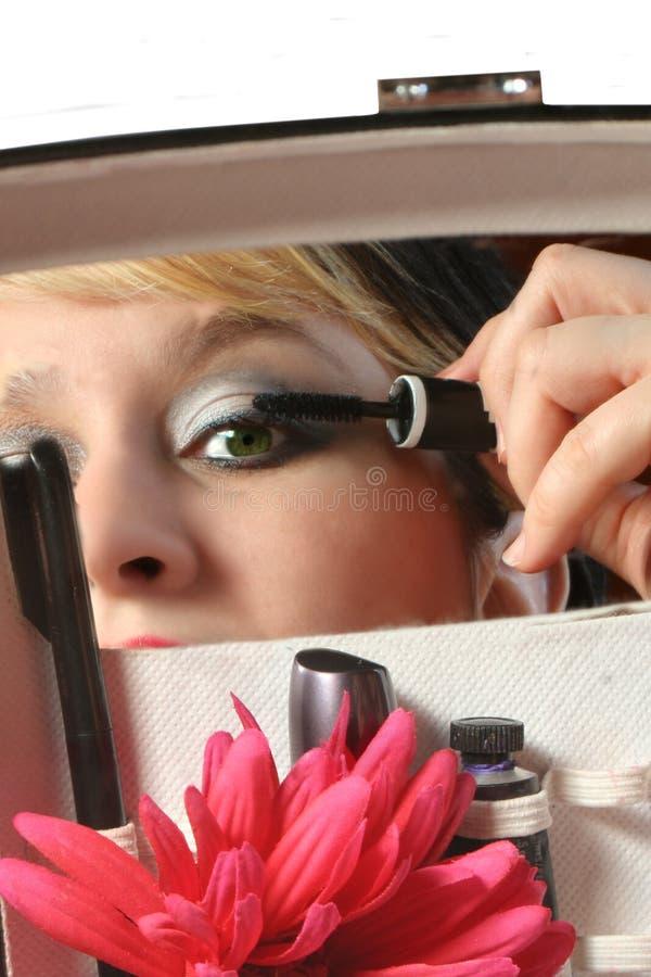 Download Applicera mascara fotografering för bildbyråer. Bild av kvinnligt - 522529