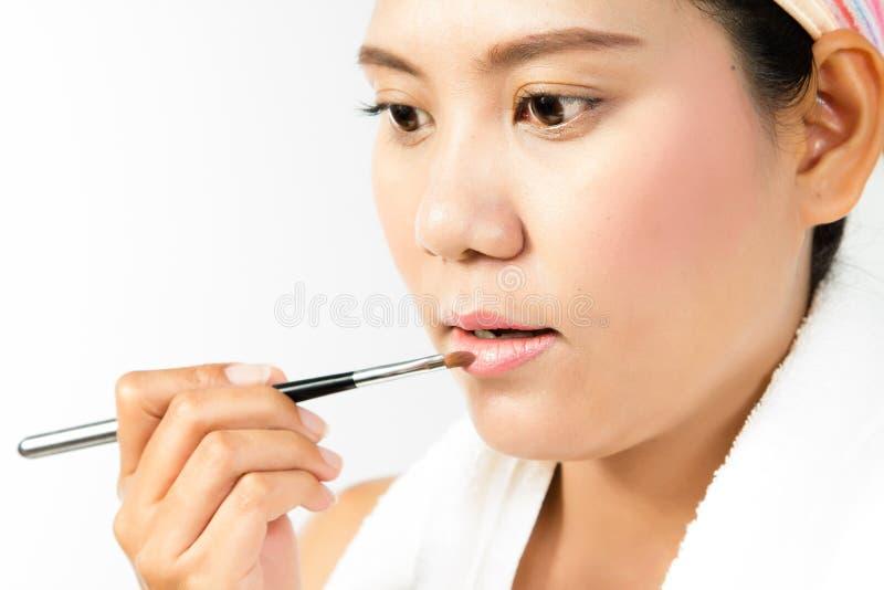 applicera skönhetläppstiftkvinnan royaltyfri bild