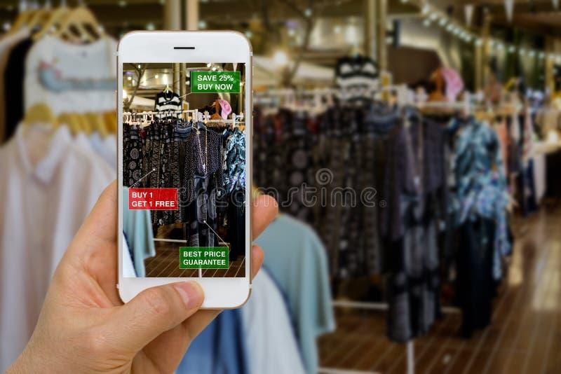 Applikation av ökad verklighet i den återförsäljnings- affärsidéen för royaltyfria foton