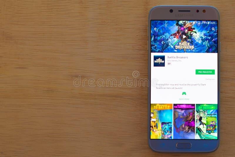 Applikation för stridsäkerhetsbrytarebärare på den Smartphone skärmen royaltyfri fotografi