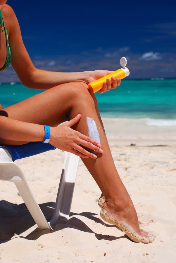 appliquez la lotion photos stock