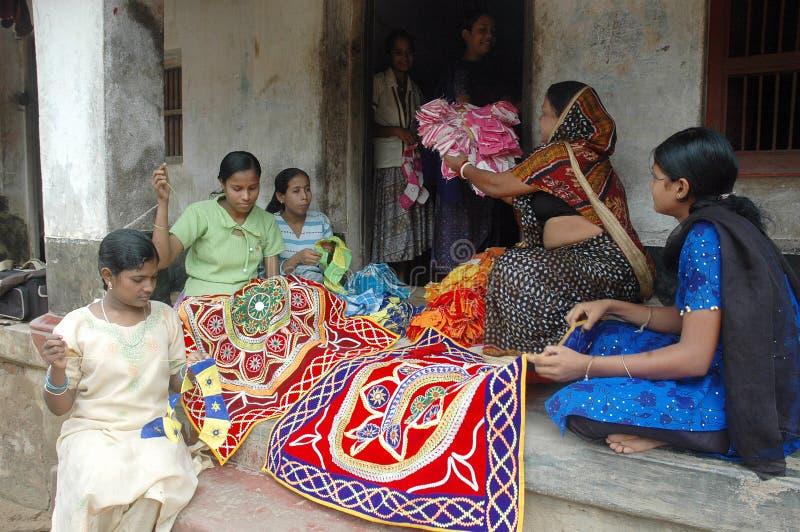 appliqukonstnär som gör s-kvinnaarbete royaltyfri bild