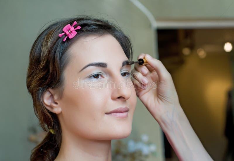 applyinig makeup zdjęcia stock