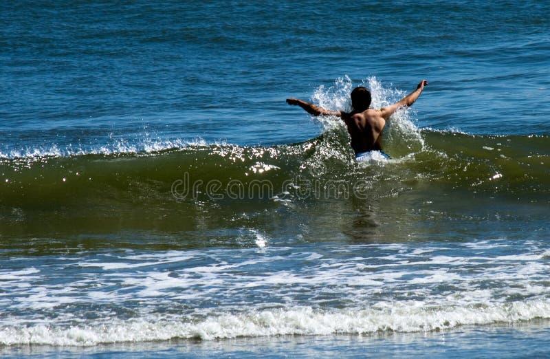 Apprécier les ondes photographie stock libre de droits