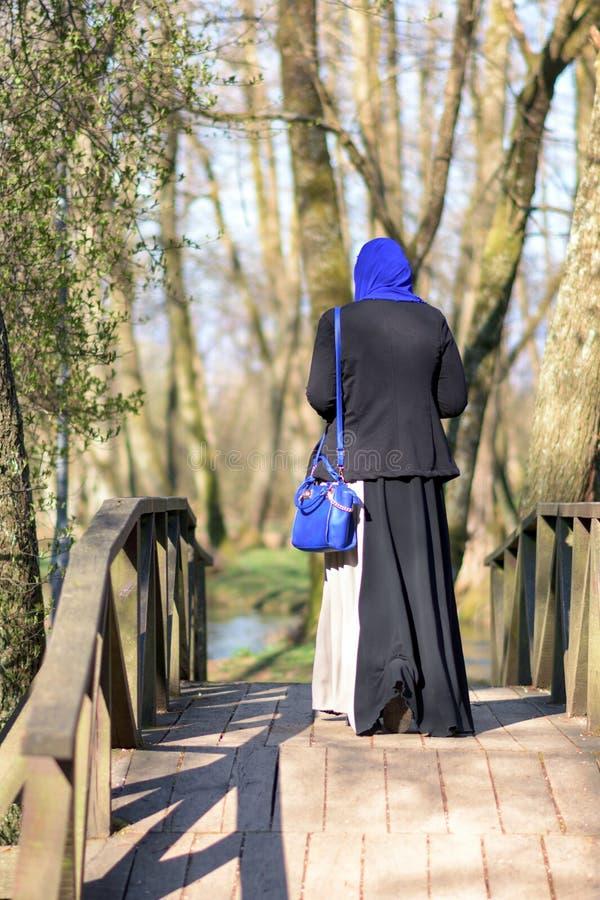 Apprécier musulman de femme extérieur photos libres de droits