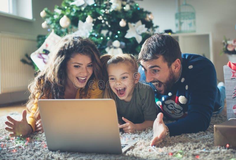 Appréciez avec votre famille et rendez-les heureux photo libre de droits