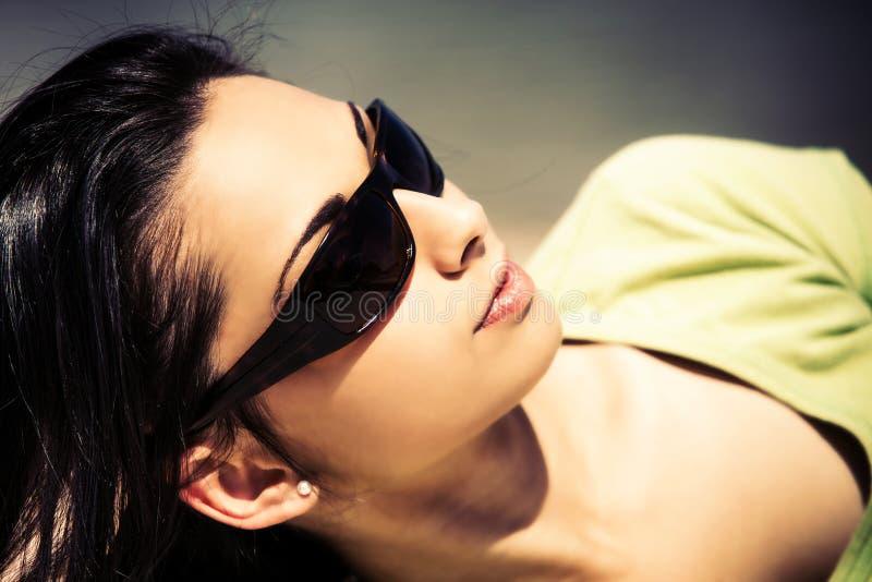 Appréciez en soleil d'été photographie stock libre de droits
