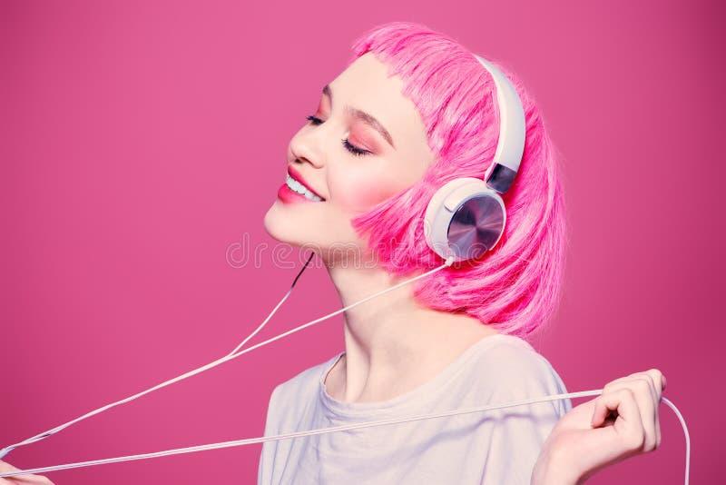 Appréciez la musique de la jeunesse image libre de droits