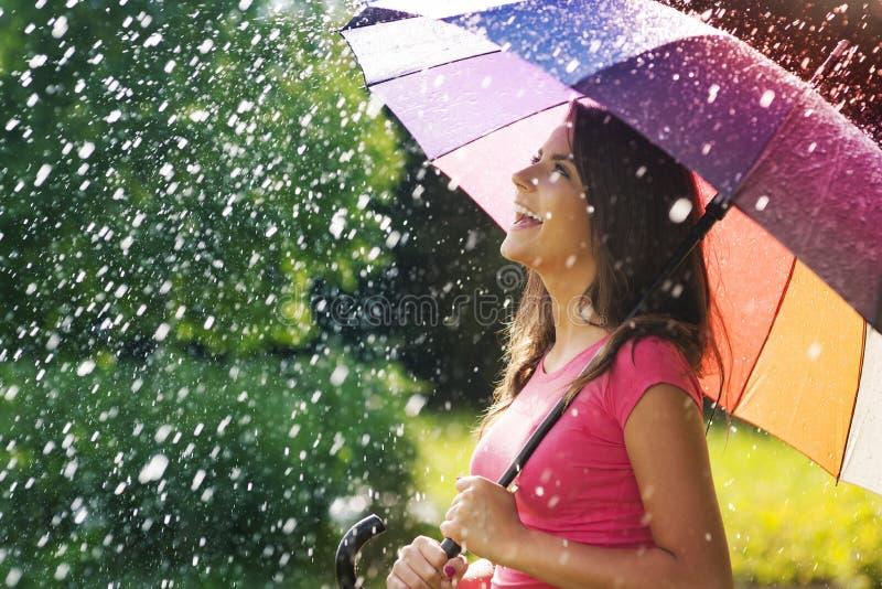 Appréciez la pluie images libres de droits