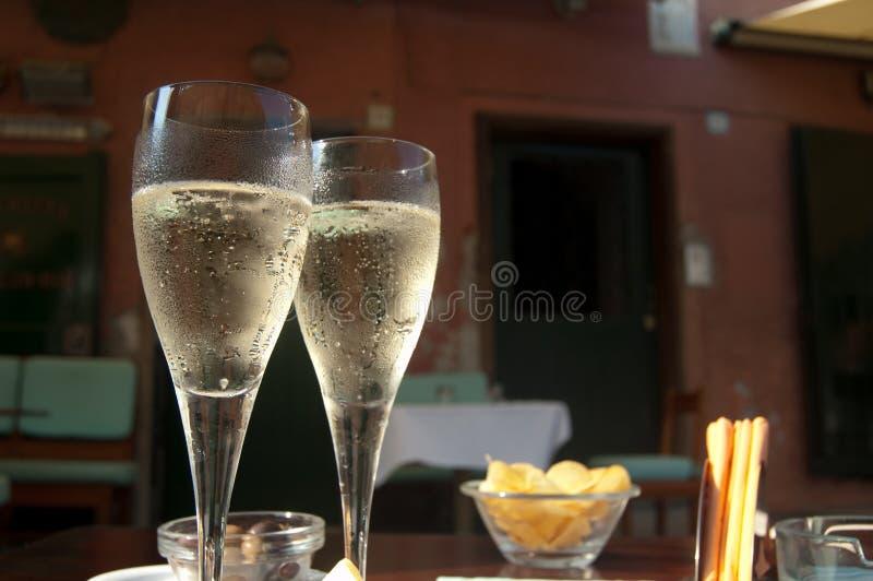 Appréciez le champagne photographie stock libre de droits