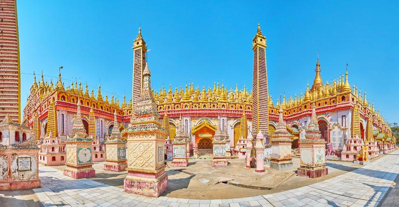 Appréciez le panorama de la pagoda de Thanboddhay, Monywa, Myanmar photographie stock libre de droits