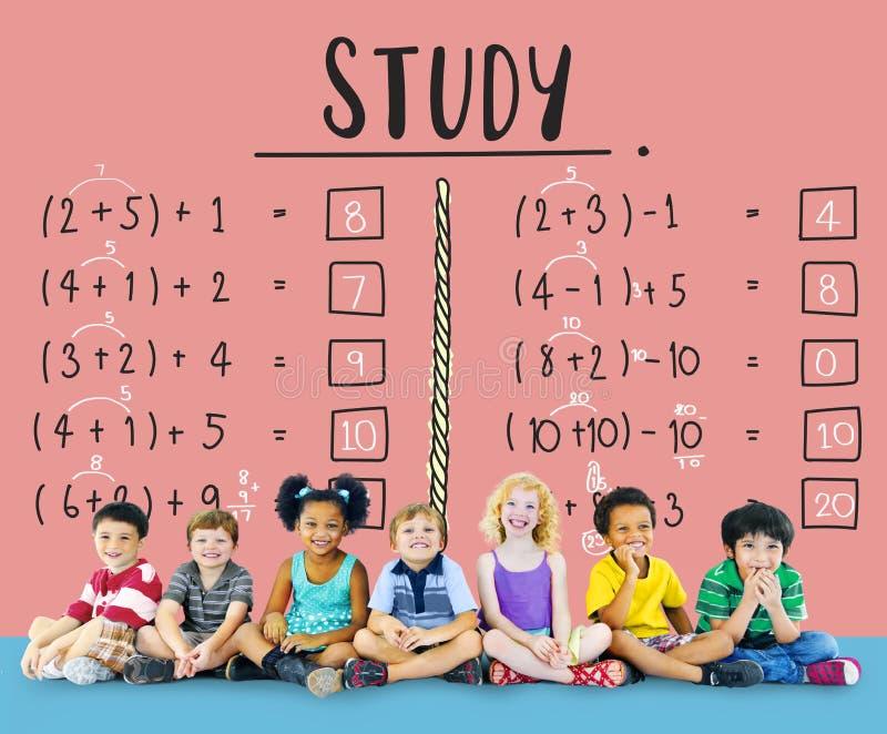 Apprendimento del concetto d'istruzione di calcolo di matematica di istruzione fotografie stock libere da diritti
