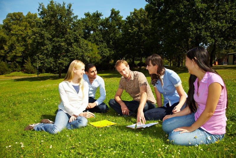 Apprentissage au campus images libres de droits