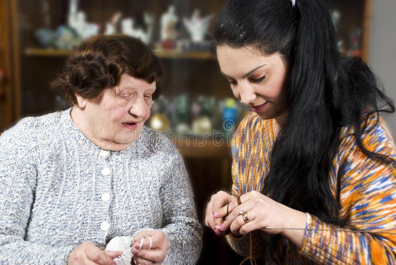 Apprentissage au tricotage photos stock