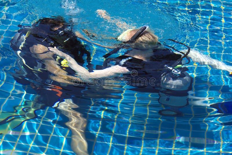 Apprentissage de la plongée à l'air image stock