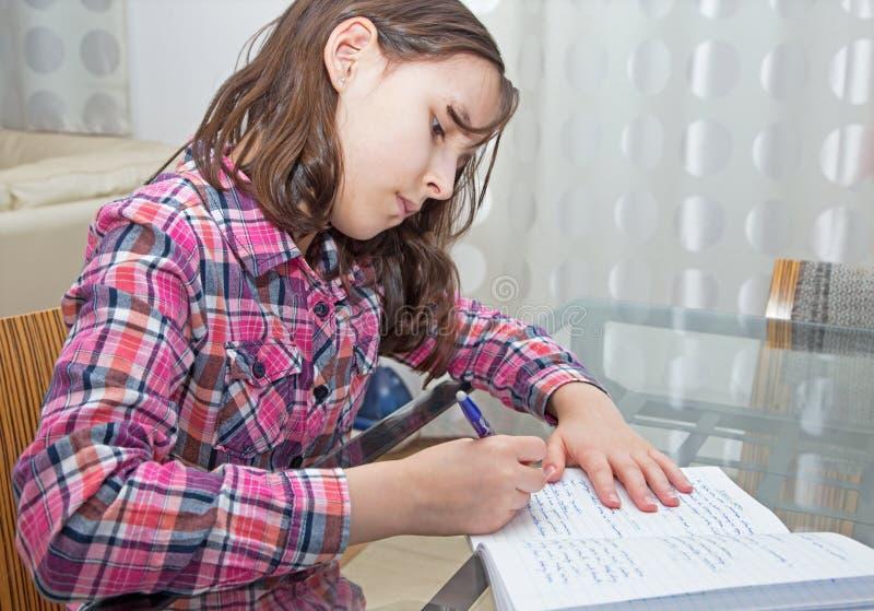 Apprentissage du pupilgirl photo libre de droits