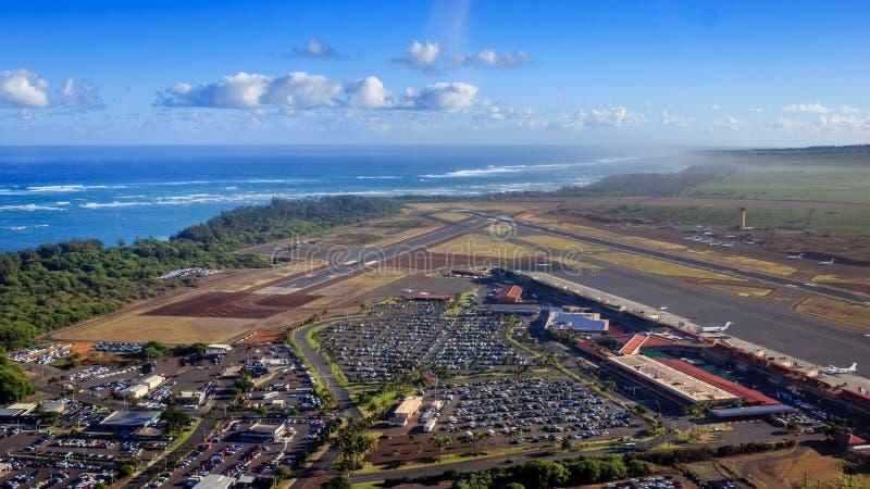 Approccio dell'elicottero all'aeroporto di Kahului immagine stock libera da diritti