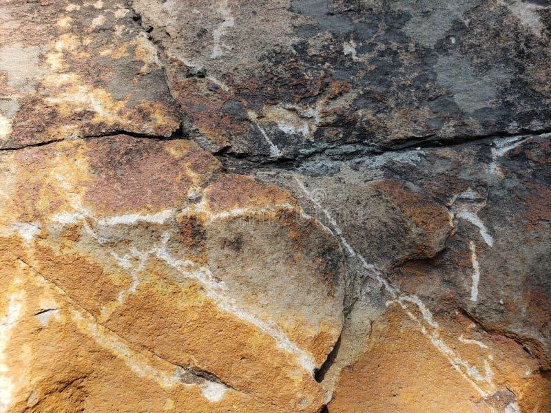 approche pour brunir la roche avec noir et blanc, le fond et la texture photo stock