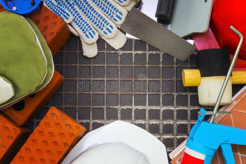 Approvisionnements et matériaux de construction signalés dans un cadre image libre de droits