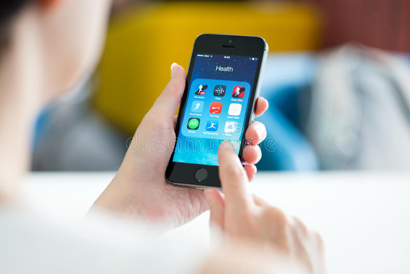 Apps здоровья и фитнеса на iPhone 5S Яблока стоковые изображения