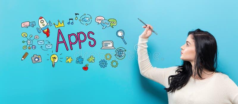 Apps z młodą kobietą trzyma pióro zdjęcia royalty free