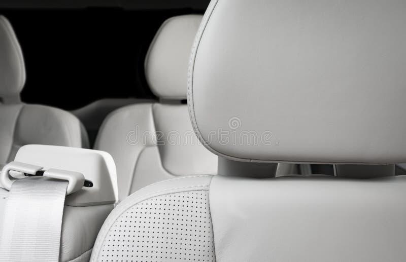 Appui-tête en cuir perforé blanc de conducteurs photos libres de droits