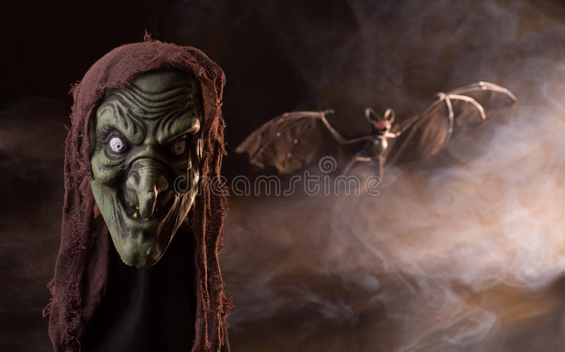 Appui vertical effrayant de tête de sorcière photos stock