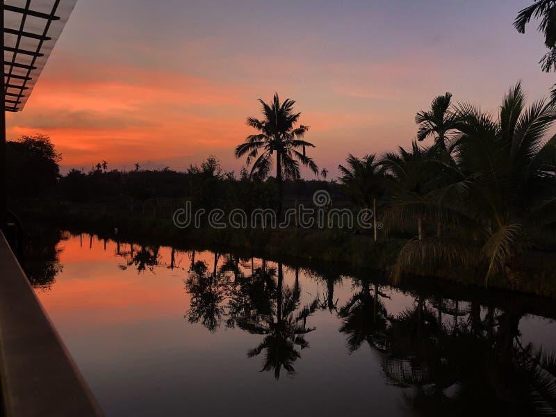 Après coucher du soleil sur la réflexion photos stock