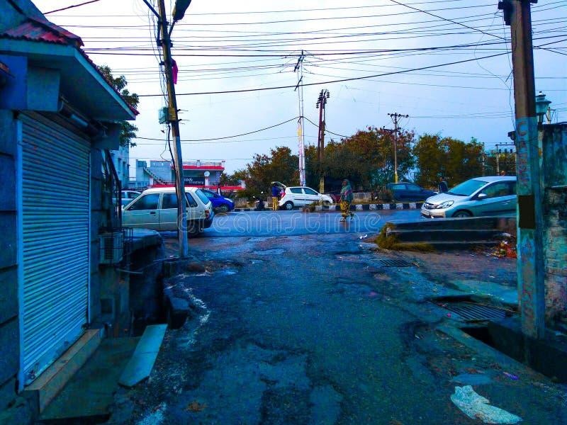 Après environnement de pluie d'une rue et des routes photo libre de droits