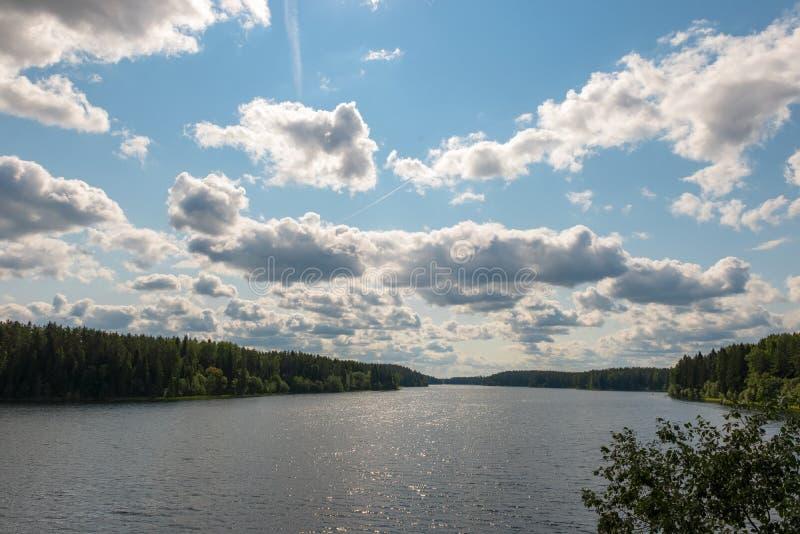 Apr?s-midi d'?t? d'Uzhin de lac image stock