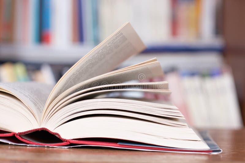 Apra i libri immagini stock libere da diritti