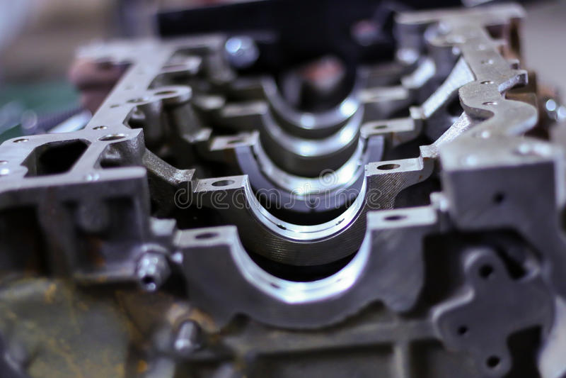 Apra il blocco cilindri del motore di automobile, la riparazione, primo piano immagine stock libera da diritti