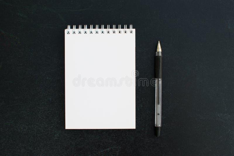 Apra il blocco note in bianco immagine stock libera da diritti
