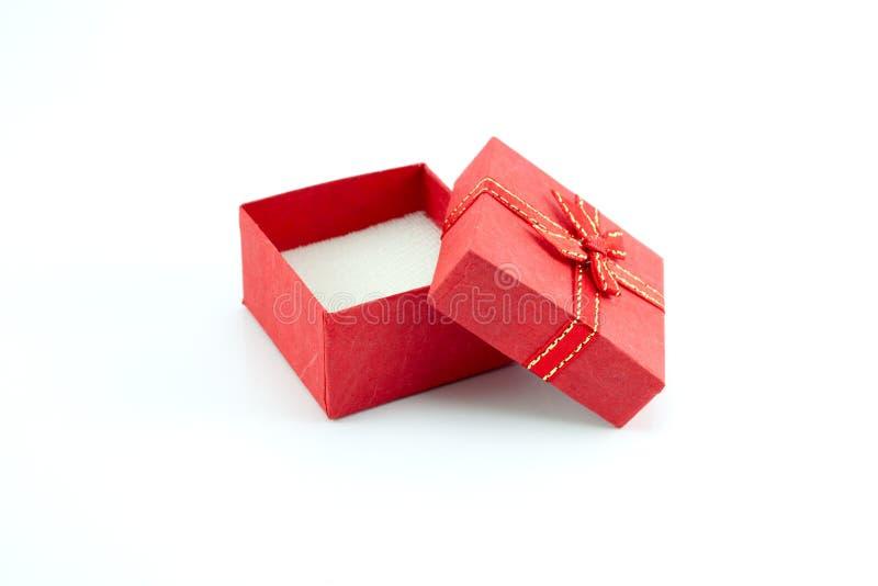 Apra il contenitore di regalo con colore rosso fotografia stock libera da diritti